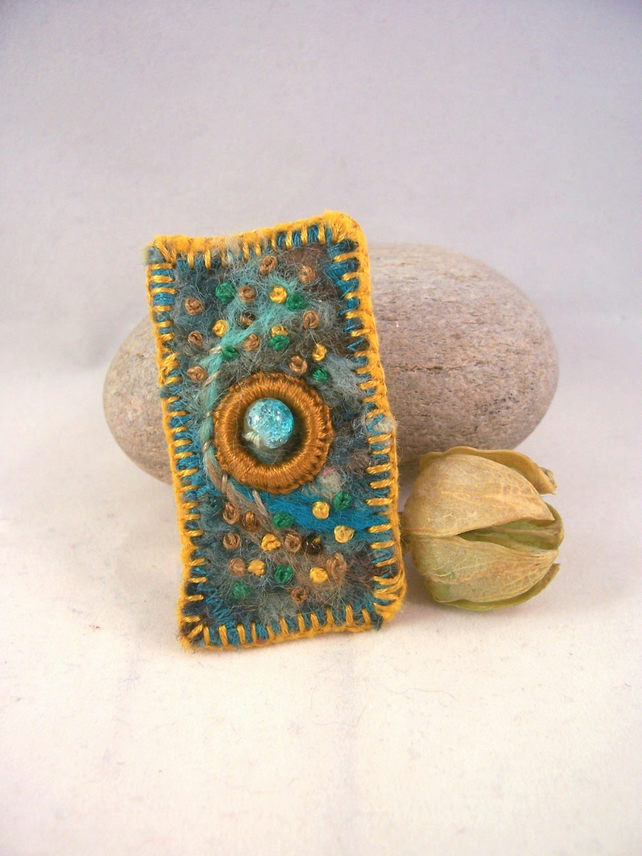 Hand embroidered needlefelt brooch - Moss