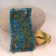 Hand embroidered and needlefelted brooch - Tangle