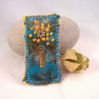 Hand embroidered needlefelt brooch - Tree