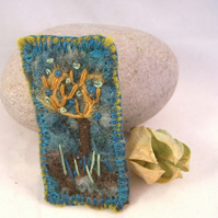 Hand embroidered needlefelt brooch - Windswept
