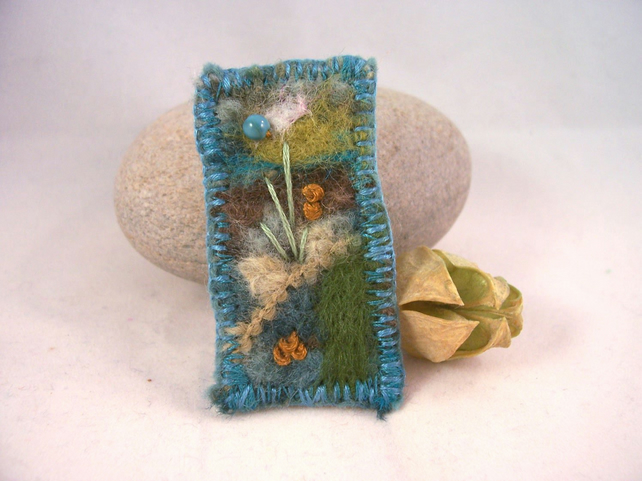 Hand embroidered needlefelt brooch - Machair