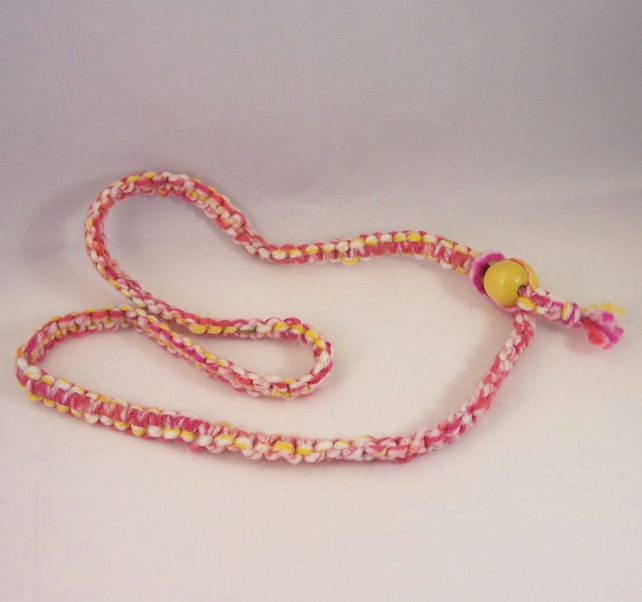 Pink and yellow yarn macrame necklace with wood bead - Lively