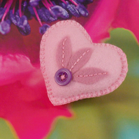 Felt heart shaped brooch with hand embroidery - Fan