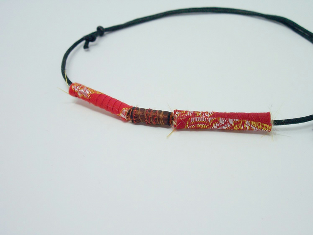 Fabric bead necklace with waxed cotton cord - Rouge