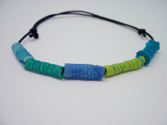 Fabric bead necklace with waxed cotton cord - Tahiti