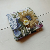 Daisie - fabric wallet in recycled floral print