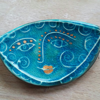 Face brooch