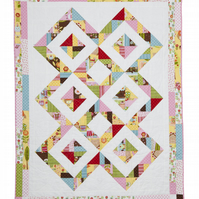 Candy Diamonds Patchwork Quilt come Cushion