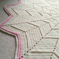 Handmade Star Blanket in cream and pink