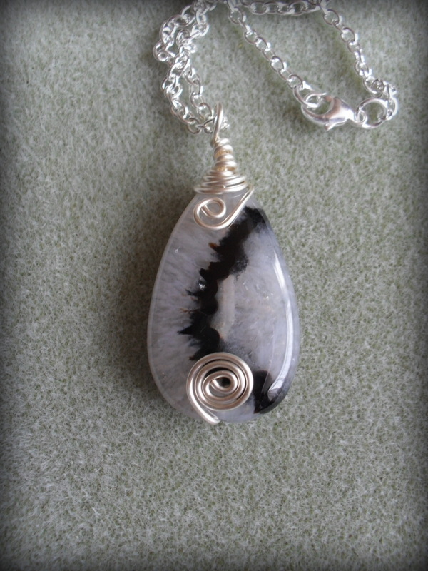 Agate and Quartz Pendant AG004