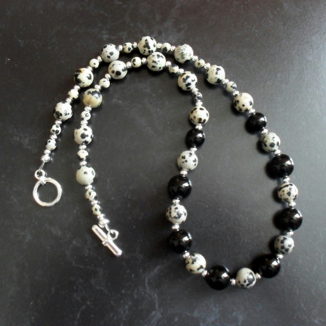 Semi Precious Gemstone of Dalmatian Jasper and Back Onyx Necklace