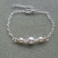 Pearl Bar Bracelet With Pearls and Crystals From Swarovski