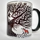 Mug with ancient oak and fox cubs design