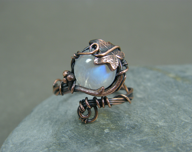 Adjustable moonstone ring with ivy leaf details