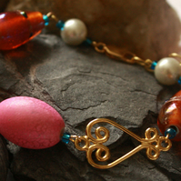 Heart, 'pearl' and bead bracelet