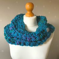 Beautiful blue snood