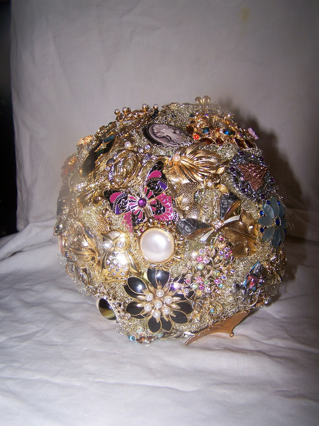 Handmade vintage brooch bridal bouquet
