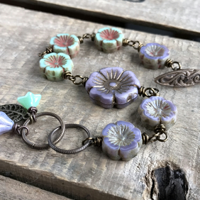 Lavender Purple & Mint Green Floral Bracelet. Pretty Czech Glass Flower Bracelet