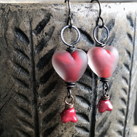 Red Heart Earrings. Artisan Lampwork Glass Earrings. Valentine Heart Earrings