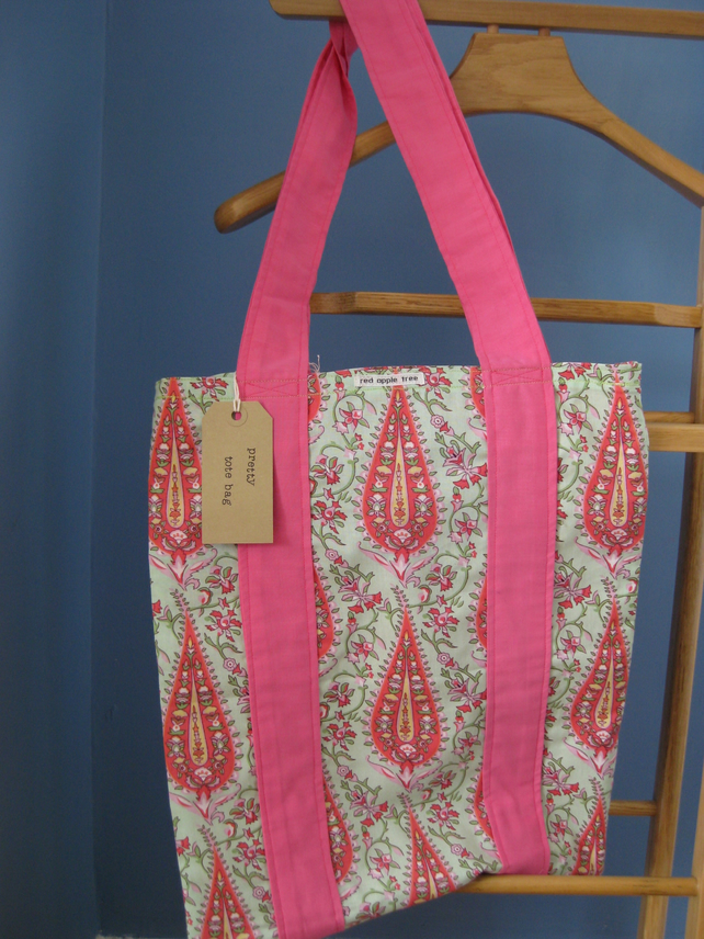 Tote bag in Amy Butler fabric.