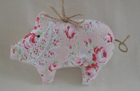 (free postage) Shabby Chic Pink Rose Fabric Pig Door Hanger