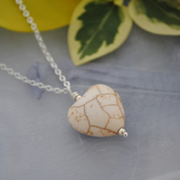 Bone natural howlite heart pendant necklace
