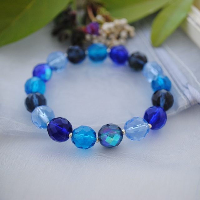 Crystal blues stretch bracelet