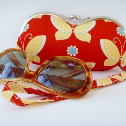 Moda Butterfly Wristlet Purse/Glasses case