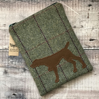 Pointer On Tweed Mini IPad Bag