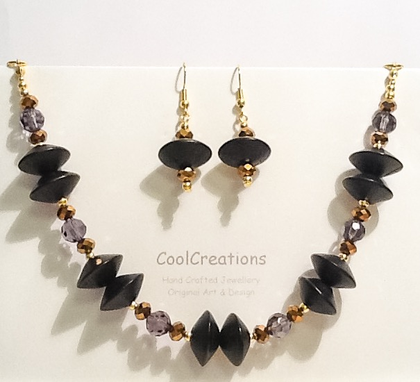 50% OFF-Black & Gold Jewellery Set