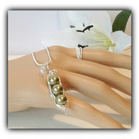 Sterling Silver Green Swarovski Pearls Pea Pod Necklace