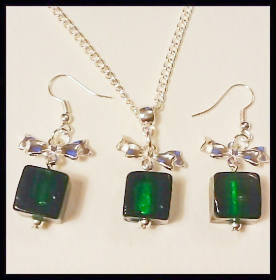 Green 'GIFT PARCEL' Necklace With Matching Earrings