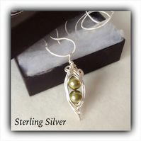 Sterling Silver 'Two Peas in a Pod' Swarovski Pearl Pea Pod Pendant Necklace