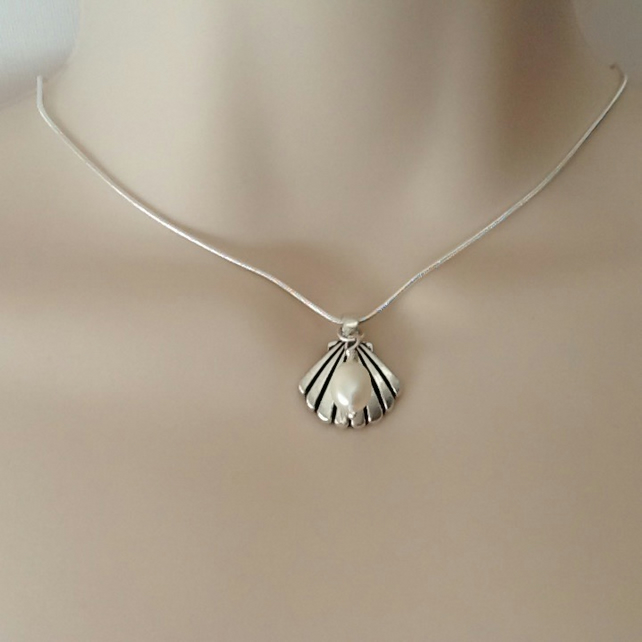 Freshwater Pearl Antique Silver Art Deco Shell Pendant Necklace