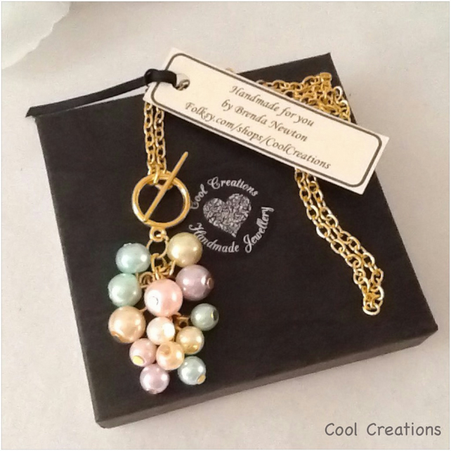 Pretty Pastel Pearl Pendant Cluster Front Fastening Gold Plated Necklace
