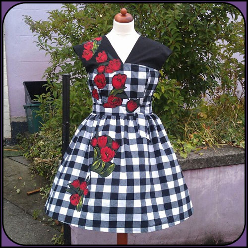Rose Applique Dress - Black and White Check  - waist 31.5 inches