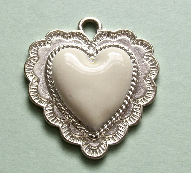 Destash:HEARTS: Small Scalloped Heart, Silver Metal with Raised Acrylic Centre
