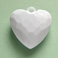 Destash:HEARTS: Small Faceted Acrylic Heart Pendant 3cms