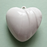 Destash:HEARTS: Large Puffy Acrylic Heart Pendant with Decorative Ripples 4cms