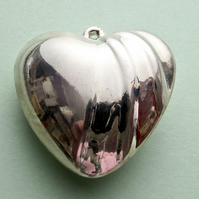 Destash:HEARTS: Large Silver-Plated Puffy Heart with Ripples 4cms