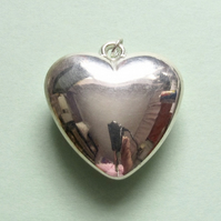 Destash:HEARTS: Medium Shiny Silver-Plated Puffy Heart 3.3cms