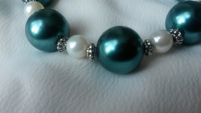 Green and Cream Pearl Bracelet