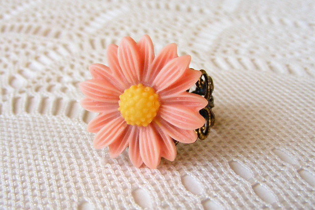 Adjustable Daisy Ring with Peach Daisy Cabochon