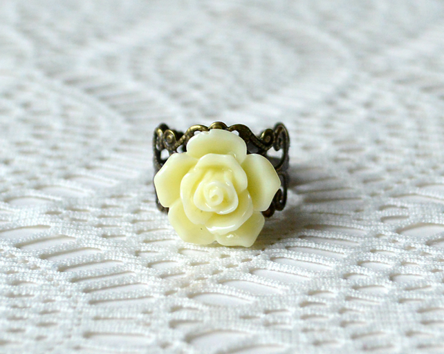 Sale! 20% Off! Pale Yellow Rose Ring
