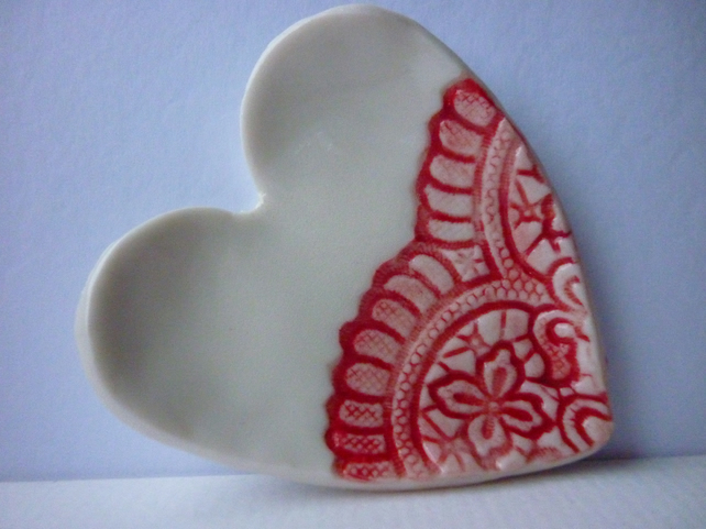 Porcelain lace heart dish