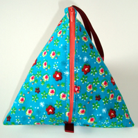 Knitting pouch (pyramid style)- Beautiful Meadow