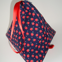 Knitting pouch (pyramid style)- Strawberry Field