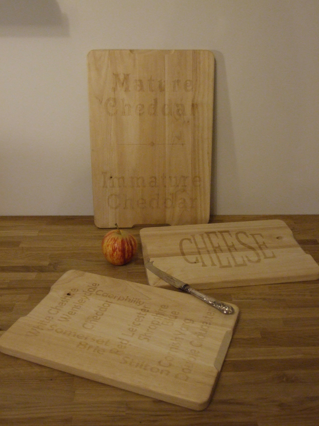 Hevea wood cheese board (Mature Cheddar - Immature Cheddar)