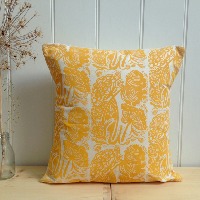 "Queen Anne's Lace Block Printed 18"" Cushion"