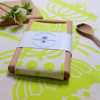 Fennel Tea Towel & Oak Board Set